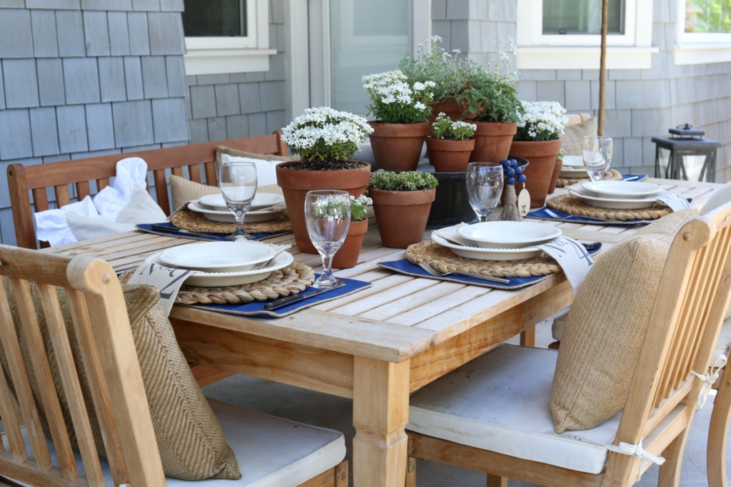 Create This Beautiful Summer Table Setting To Entertain Your Guests All  Season Long!